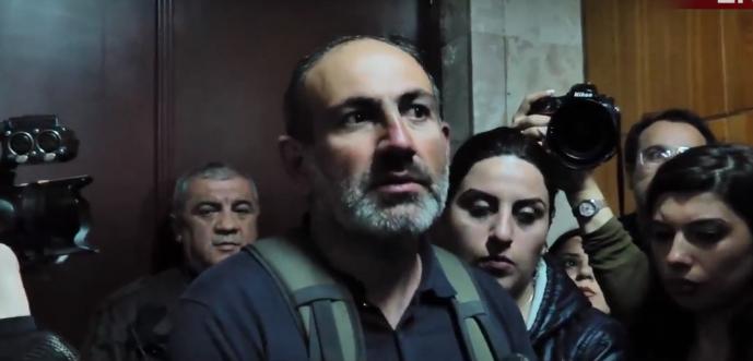 «Սիմոնյան, выходи». «Իմ քայլը» նախաձեռնության անդամները ԵՊՀ-ում են