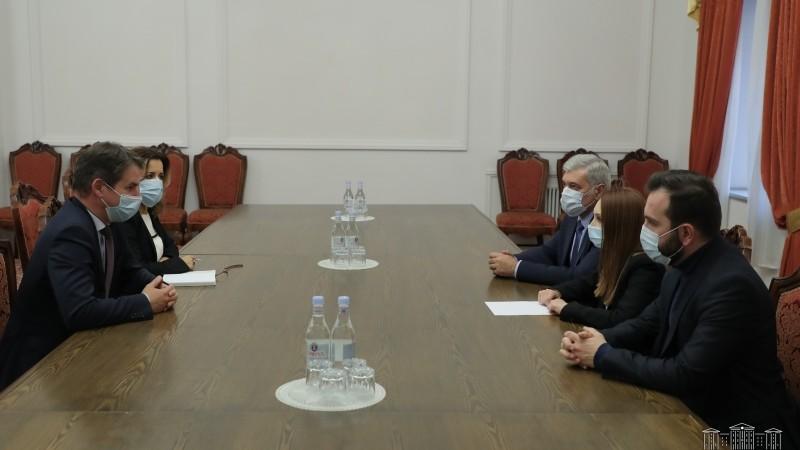 ՀՀ ԱԺ «Իմ քայլը» խմբակցության պատգամավորները հանդիպել են Հելեն Ֆեյզիի և Ժոնաթան Լաքոտի հետ