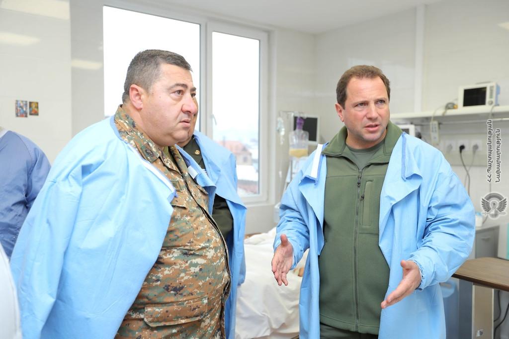 Պաշտպանության նախարար Դավիթ Տոնոյանն այցելել է զինվորական հոսպիտալ