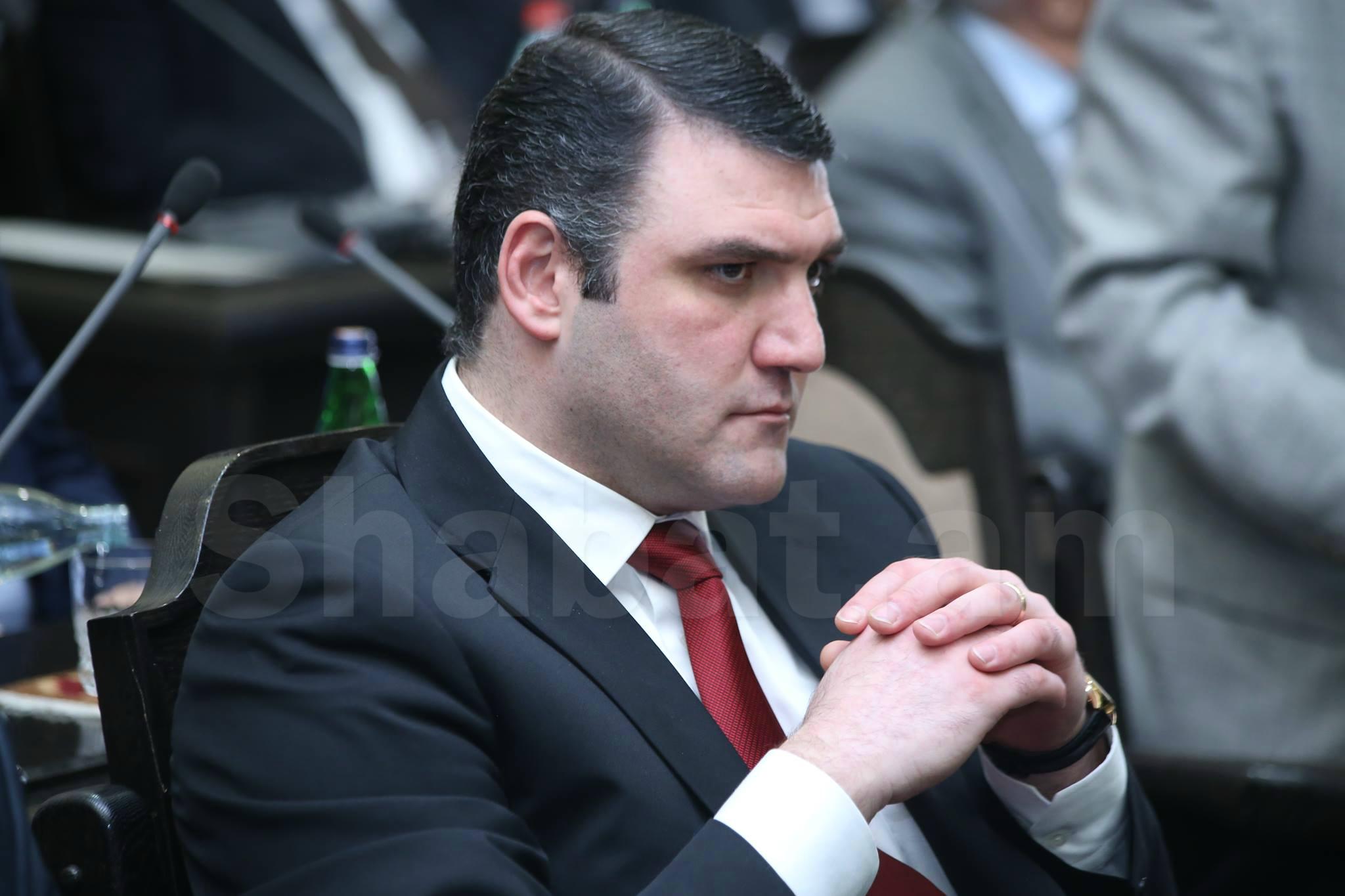 Դատարանը Գևորգ Կոստանյանին կալանավորելու որոշում կայացրեց