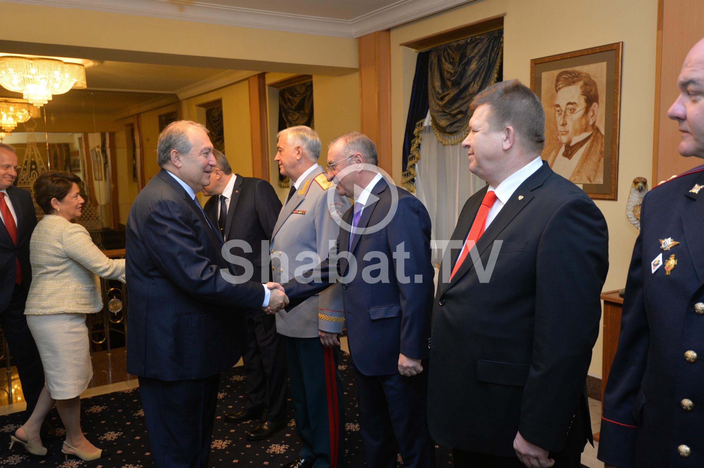 Արմեն Սարգսյանն այցելել է Հայաստանում Ռուսաստանի դեսպանատուն