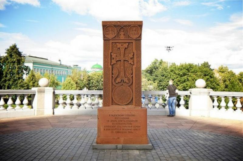 Հայկական խաչքարը ժամանակավորապես տեղափոխել են Ռուսաստանի գլխավոր տաճարի տարածքից
