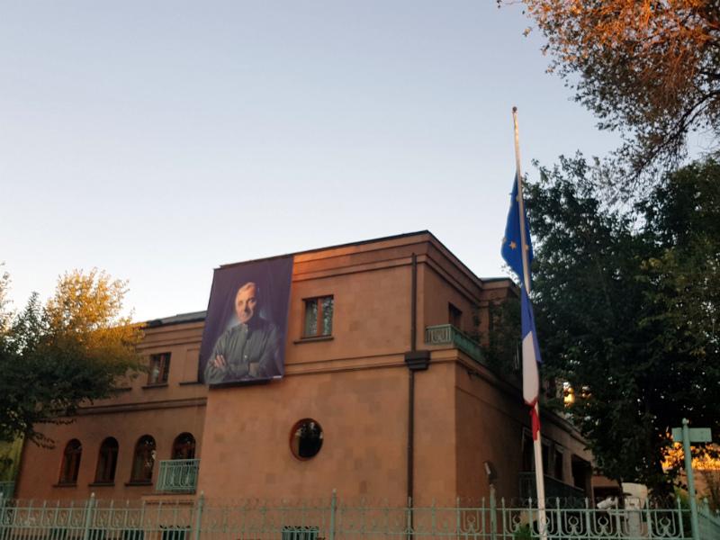 Մեկ տարի առաջ Շառլ Ազնավուրը մեզ լքեց․ ՀՀ-ում Ֆրանսիայի դեսպանություն