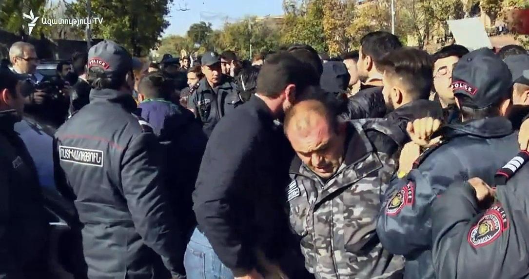 Բաղրամյան պողոտայում ուսանողների և ոստիկանների միջև բախում տեղի ունեցավ
