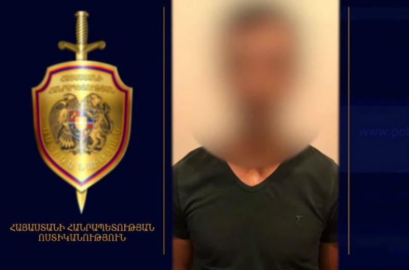 Ոստիկանները բերման են ենթարկել Երևանում օտարերկրացի ուղևորներից բջջային և գումար վերցրած տաքսու վարորդին