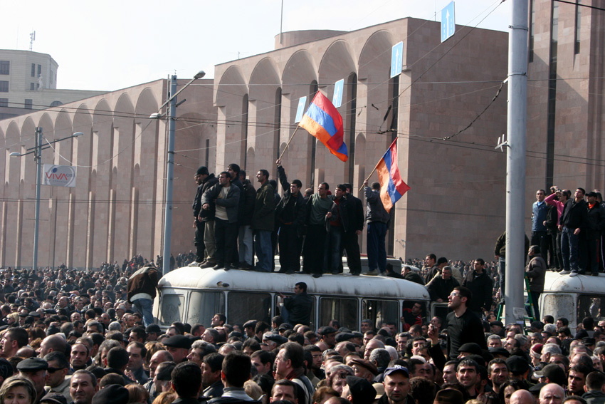 2008թ․ մարտ 1-ից հետո Վանաձորում արգելվել են բոլոր հավաքները․ արտակարգ դրություն միայն Երևանում