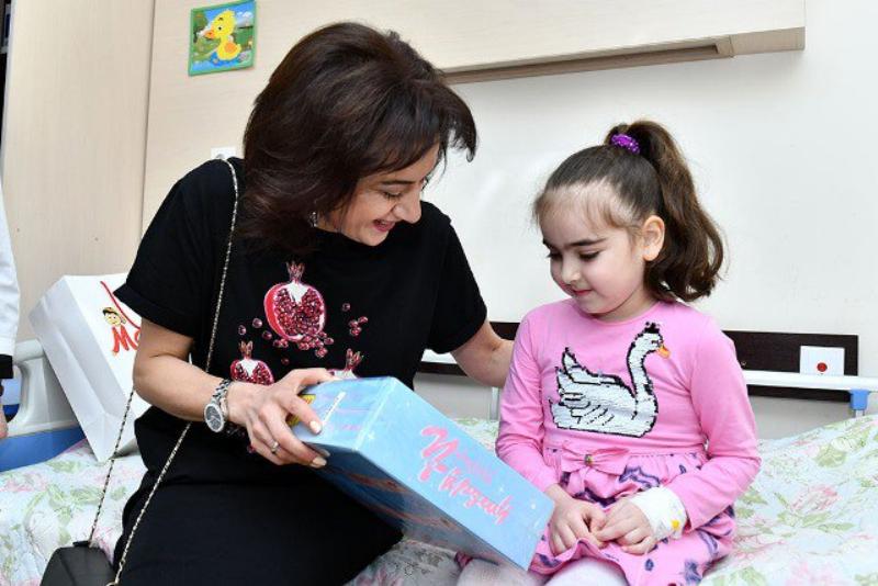 Աննա Հակոբյանն այցելել է Մանկական արյունաբանության և ուռուցքաբանության կլինիկայում բուժում ստացող մանուկներին