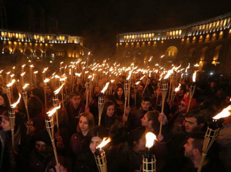 Հայոց ցեղասպանության տարելիցի նախօրեին Երևանում մեկնարկեց ավանդական ջահերով երթը