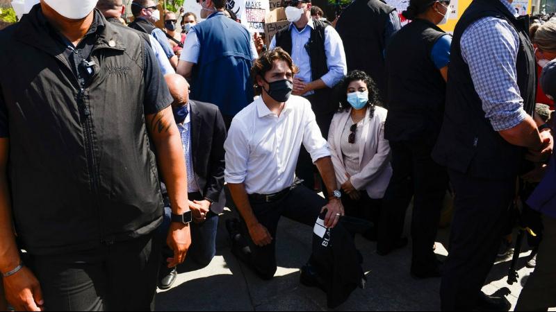 Կանադայի վարչապետը մասնակցել է ռասիզիմ դեմ ցույցին  և դրա մասնակիցների հետ ծնկի իջել՝ ի հիշատակ Ջորջ Ֆլոյդի (լուսանկարներ)