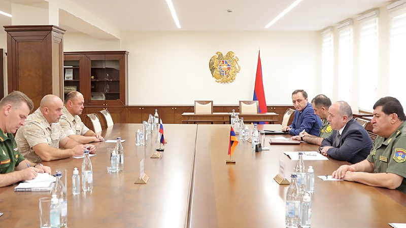 Պաշտպանության նախարարն ընդունել է Արցախում ՌԴ խաղաղապահ ուժերի նորանշանակ հրամանատարին