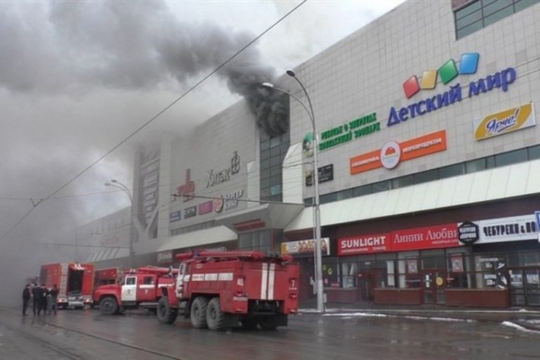 Կեմերովո առևտրի կենտրոնում բռնկված հրդեհի առաջին րոպեների կադրերը