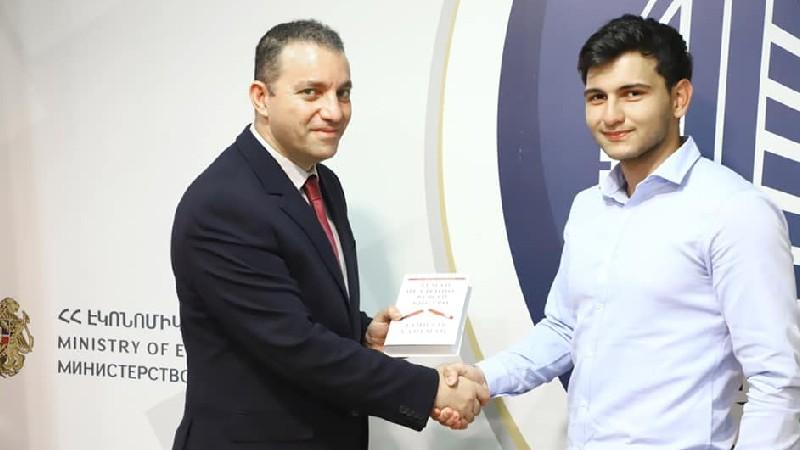 Հանդիպել եմ դպրոցականների հետ, որոնց թիմային աշխատանքը կարող է ծառայել Հայաստանի տնտեսության առաջընթացին. Քերոբյան