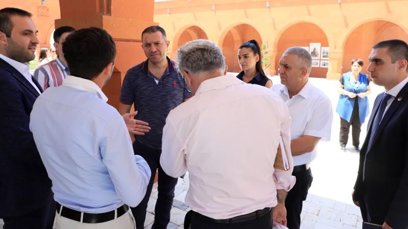Վահան Քերոբյանը հանդիպել է գինեգործների եւ կոնյակագործների հետ