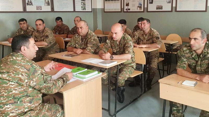 1-ին զորամիավորման հրամանատարի տեղակաը հավաք-խորհրդակցություն է անցկացրել ենթակա ստորաբաժանումների հրամանատարների հետ