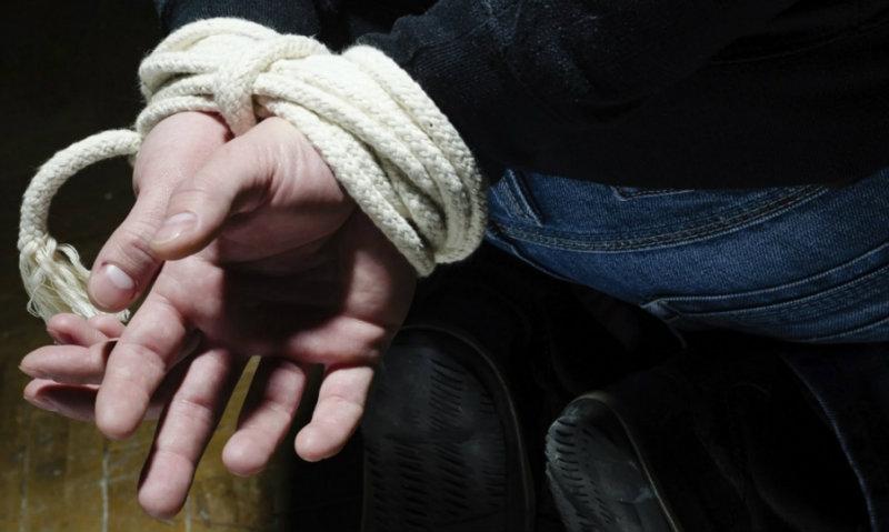 ՌԴ 2 քաղաքացի կապել են մեկ այլ քաղաքացու, դանակահարել ու պահանջել խոշոր չափի գումար. իսկ հետո թալանել են և դիմել փախուստի