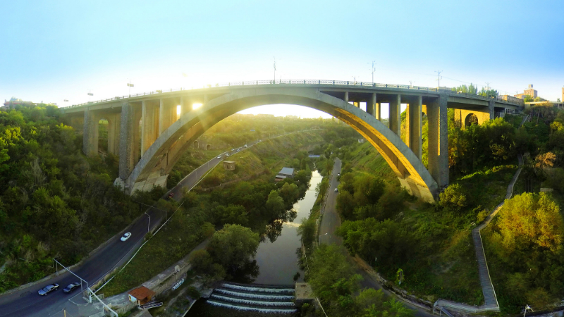 Քաղաքացին նետվել է Կիևյան կամրջից և մահացել