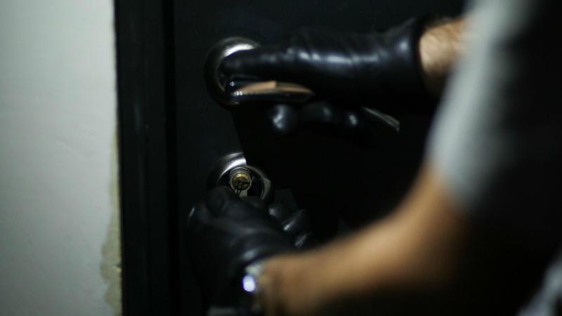 23-ամյա երիտասարդն Էջմիածնի առանձնատներից մեկից գողացել է 13 միլիոն դրամից ավելի ապրանք․ քրեական հետախույզների բացահայտումը