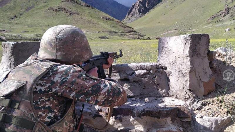 4-րդ զորամիավորման վարչակազմի զինծառայողների հետ անցկացվել է կրակային պատրաստության գործնական պարապմունք