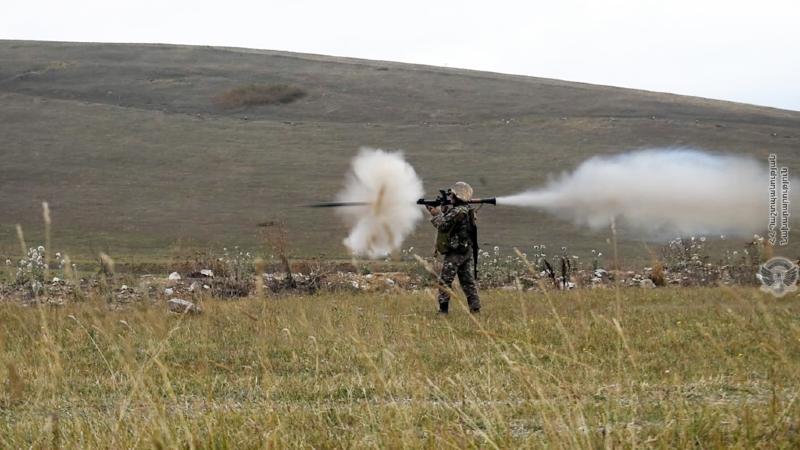 Զորամիավորումներից մեկում անցկացվել է վաշտային մարտավարական զորավարժություն մարտական կրակով (լուսանկարներ)