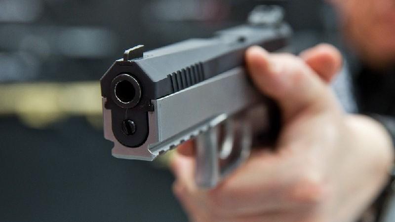 Բերդ քաղաքում վիճաբանության ժամանակ 37-ամյա տղամարդը կրակել է 25-ամյա երիտասարդի մեջքին՝ պատճառելով վնասածք