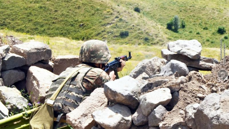 5-րդ զորամիավորումում մարտական հերթապահության մեկնող անձնակազմի հետ անցկացվել է կրակային պատրաստության պարապմունք (լուսանկարներ)