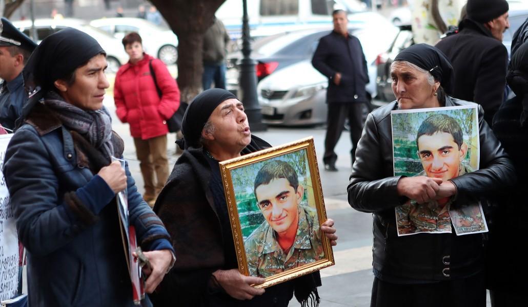 Արթուր Աջամյանի զենքի վրա 3 տարբեր անձանց ԴՆԹ-ի խառնուրդ կա.դիրքերում , նախքան սպանելը, բութ առարկայով գլխին են հարվածել