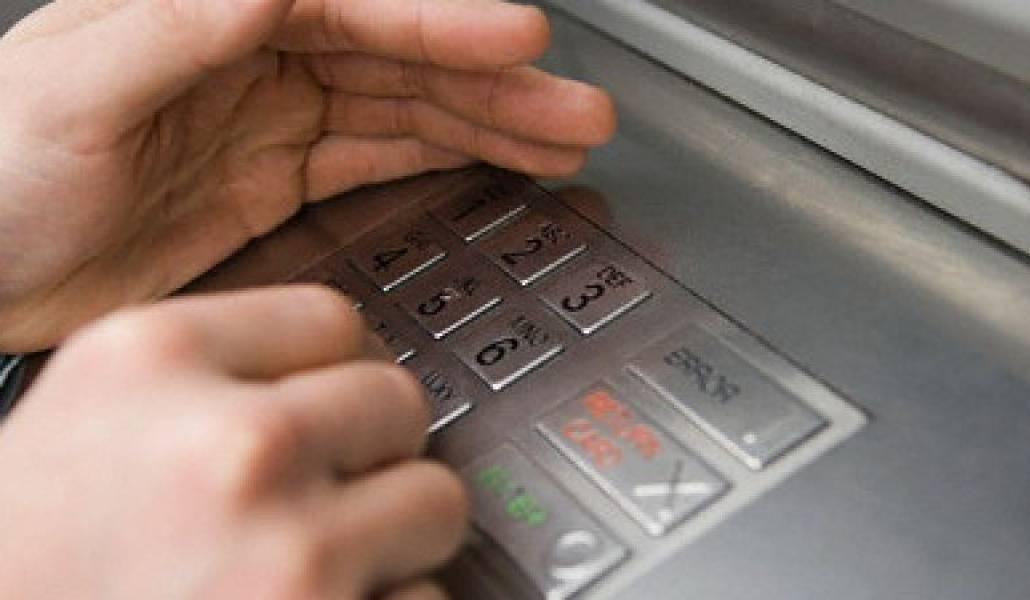 Խնամակալը վերցրել է տարեցների բանկային քարտերը և գումար կանխիկացրել