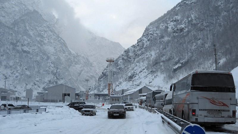 Լարսը բաց է բոլոր տեսակի ավտոմեքենաների համար. ռուսական կողմում կա մոտ 500 բեռնատար ավտոմեքենա