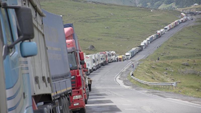 Ստեփանծմինդա-Լարս ավտոճանապարհի ռուսական կողմում կա մոտ 430 կուտակված բեռնատար ավտոմեքենա