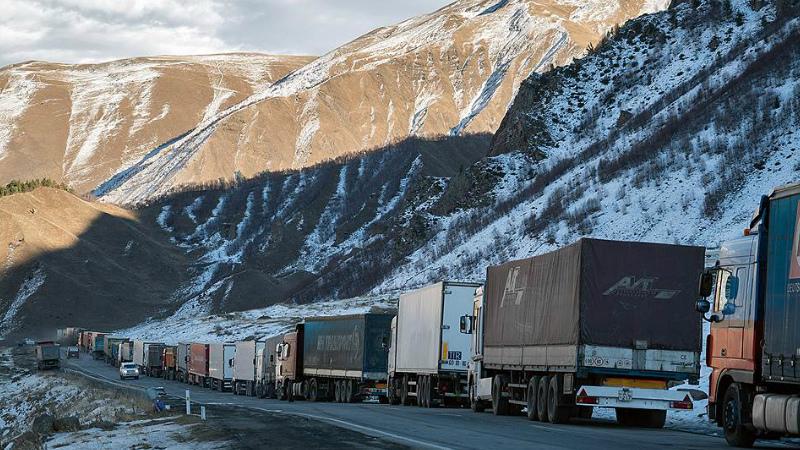 Լարսը բաց է ռուսական կողմում կա մոտ 370 կուտակված բեռնատար ավտոմեքենա