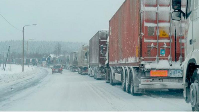 Լարսի ճանապարհը փակ է բոլոր տեսակի մեքենաների համար. ռուսական կողմում կուտակված է 940 բեռնատար