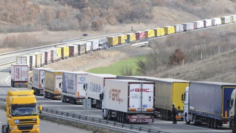 Լարսը բաց է, ռուսական կողմում կա մոտ 400 կուտակված բեռնատար