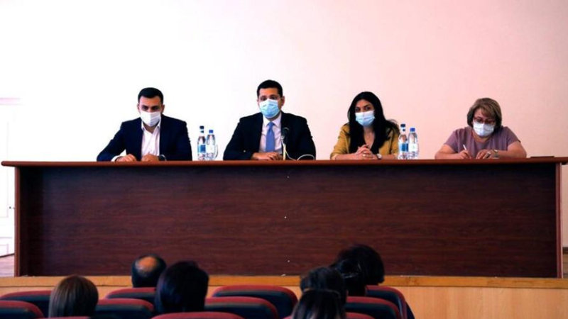 Առողջապահության փոխնախարարն այցելել է Արմավիր մարզ, հանդիպել բժշկական կենտրոնների ղեկավարների հետ