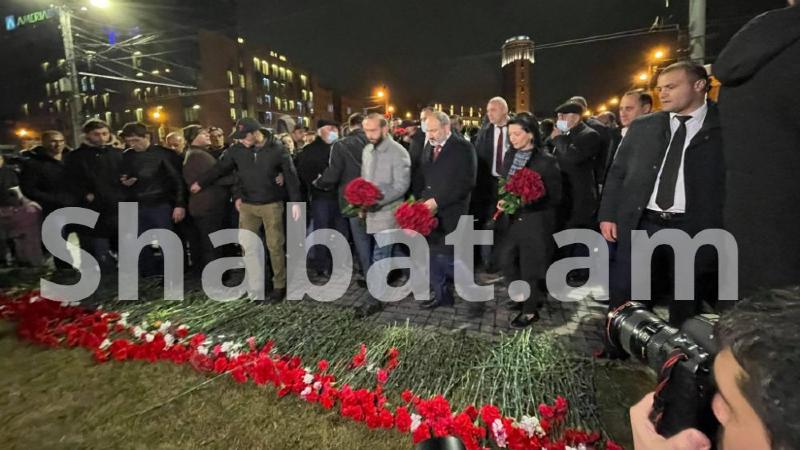 Վարչապետը և երթի մասնակիցները հարգանքի տուրք մատուցեցին Մարտի 1-ի զոհերի հիշատակին (լուսանկարներ, տեսանյութ)