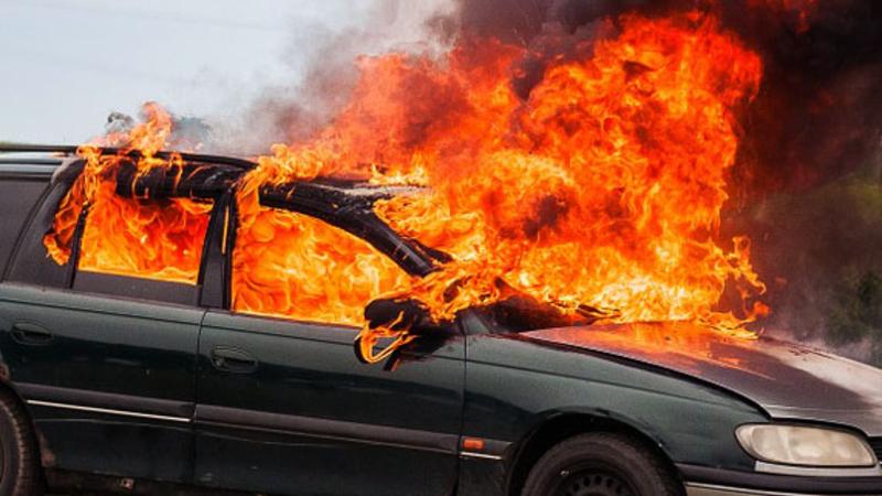Երևանի Ալիխանյան փողոցում «Opel Vectra» մակնիշի ավտոմեքենա է այրվել. կա վիրավոր