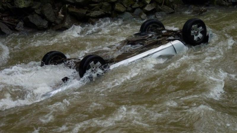 Փրկարարները Opel Astra G մակնիշի ավտոմեքենան դուրս են բերել գետից. վարորդը հրաժարվել է բուժօգնությունից