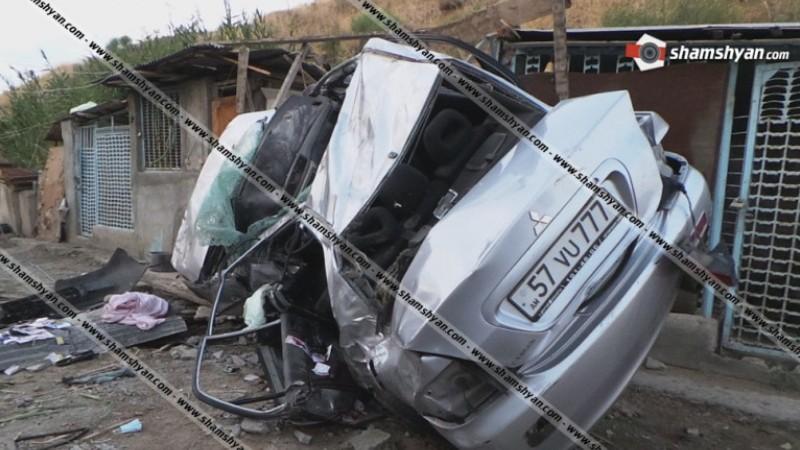 Ավտոմեքենան դուրս է եկել երթևեկելի գոտուց, բախվել քարե շինությանն ու գլխիվայր շրջվել․ վարորդը տեղում մահացել է