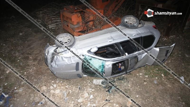 Աշտարակի խճուղում BMW-X5-ը բախվել է երկաթե ցանկապատին և բարձրությունից ընկել ու կողաշրջվել