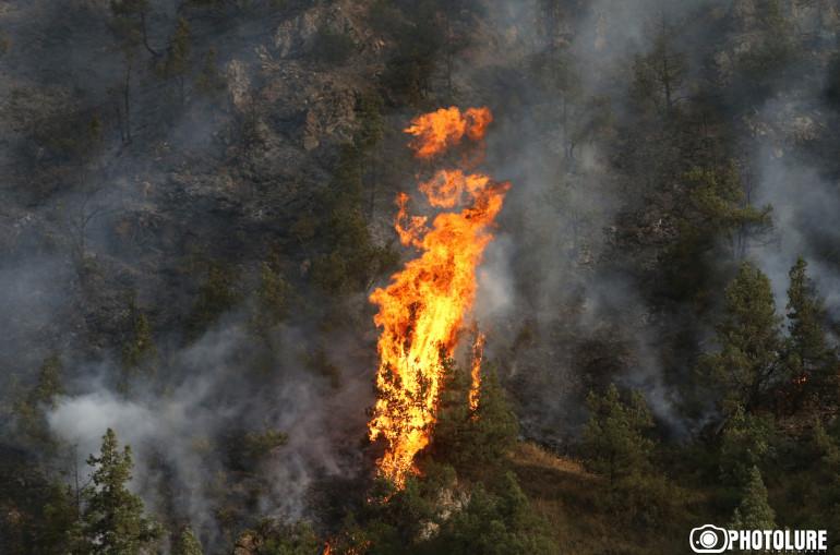Գորիս-Որոտան ավտոճանապարհին հարակից տարածքում բռնկված հրդեհն ինքնամարվել է. այրվել է մոտ 13 հա բուսածածկույթ