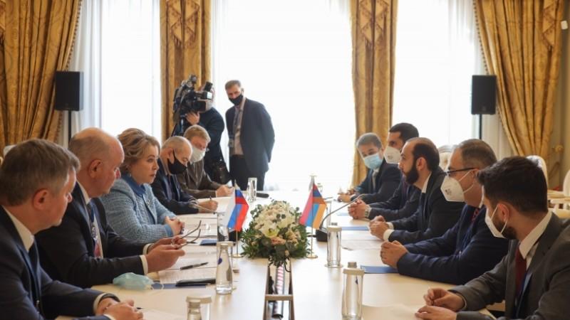 Միրզոյանը Մատվիենկոյի հետ հանդիպմանը շեշտել է Ադրբեջանում պահվող հայ գերիներին վերադարձնելու հարցի կարևորությունը