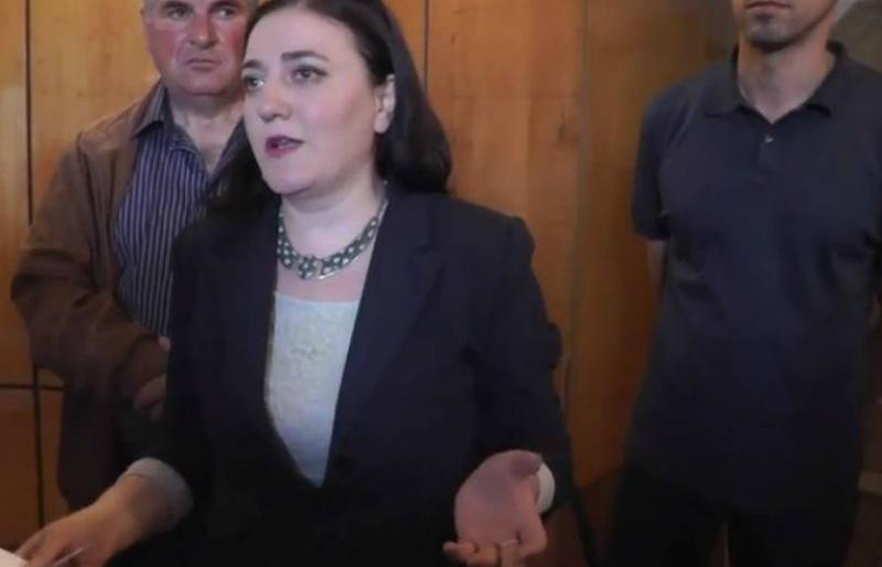 Զարուհի Մեջլումյանը ամուսնուն ներում շնորհելու եւ ազատ արձակելու պահանջով ակցիա էր իրականացնում