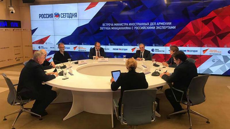 Զոհրաբ Մնացականյանը փակ քննարկում-հանդիպում է ունեցել ռուս փորձագետների և քաղաքագետների հետ