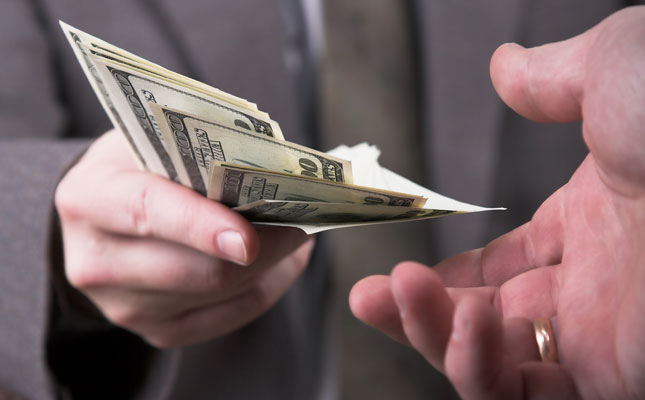 Մեծահարուստ սեփականատերը փորձում է ՔԿ բարձրաստիճան պաշտոնյայի հովանավորությամբ «գցել» փայատերերին. «Հրապարակ»