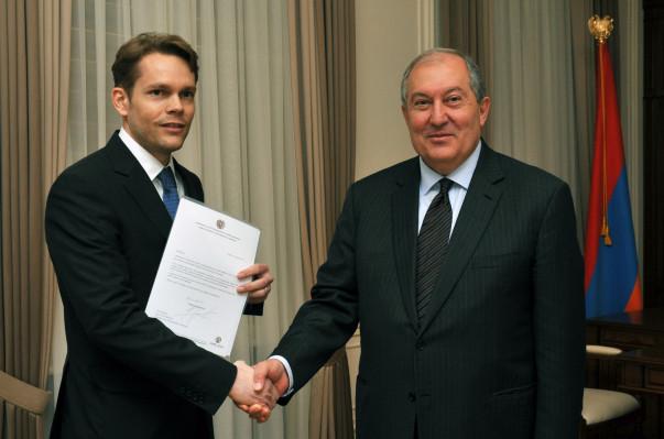 Շառլ Ազնավուրի որդին նախագահ Սարգսյանին է փոխանցել շանսոնյեի շնորհավորական ուղերձը
