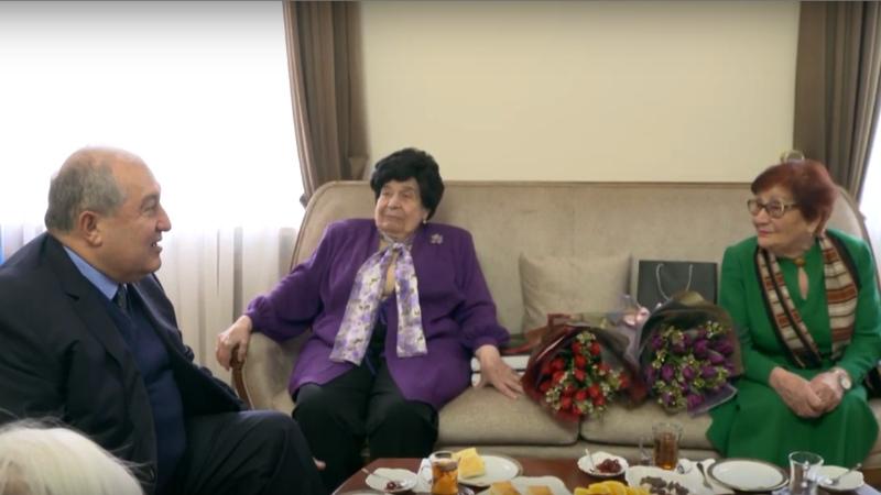 Նախագահ Կանանց տոնին ընդառաջ հյուրընկալել է վաստակաշատ հայուհիների