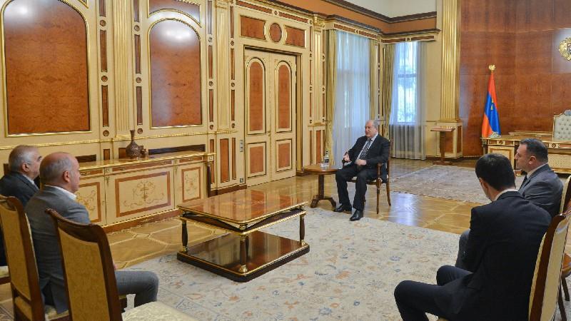 Արմեն Սարգսյանն ընդունել է «ԱԱԾ պահեստազորի սպաների միություն» ՀԿ պատվիրակությանը
