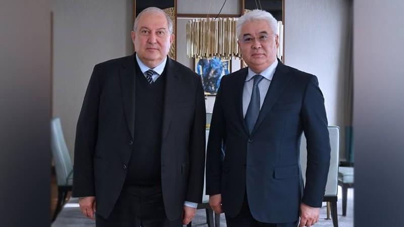 Արմեն Սարգսյանը հանդիպել է Ղազախստանի արդյունաբերության և ենթակառուցվածքների նախարարի հետ