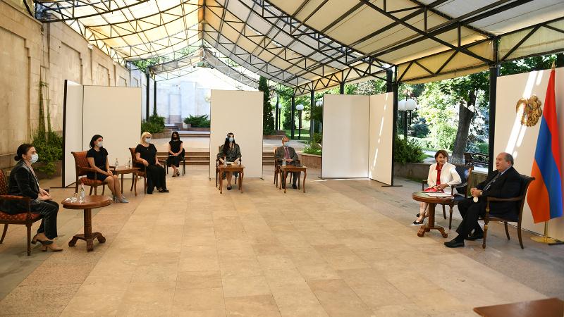 Նախագահ Արմեն Սարգսյանի նստավայրում հանձնվել են մանկագիրների և նկարազարդողների մրցույթի հատուկ մրցանակները