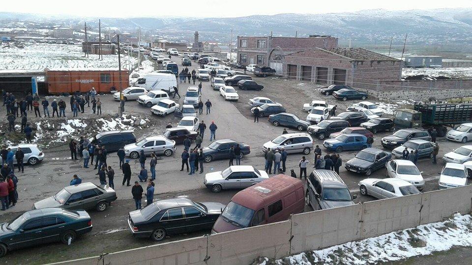 Բնակիչները փակել են Ապարան-Վանաձոր մայրուղին