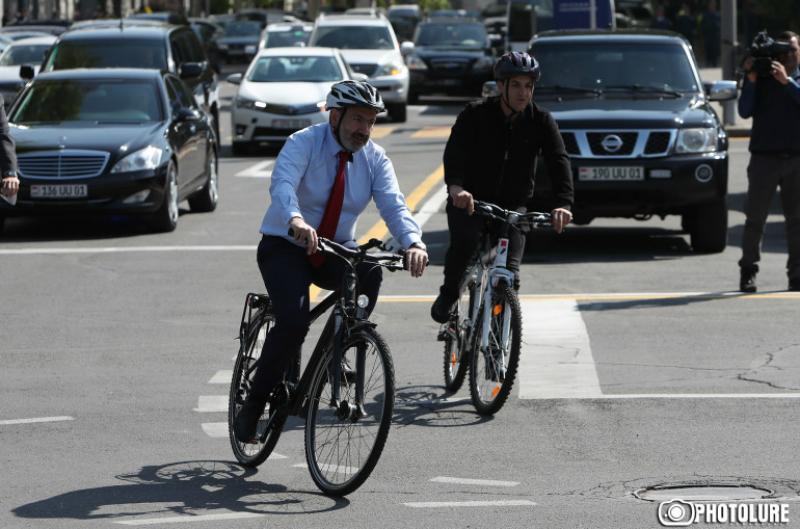 Սա անում եմ ոչ միայն առողջ ապրելակերպի համար, այլ ավելորդ քաշից ազատվելու խնդիր ունեմ. վարչապետը հեծանիվով վերադարձավ տուն